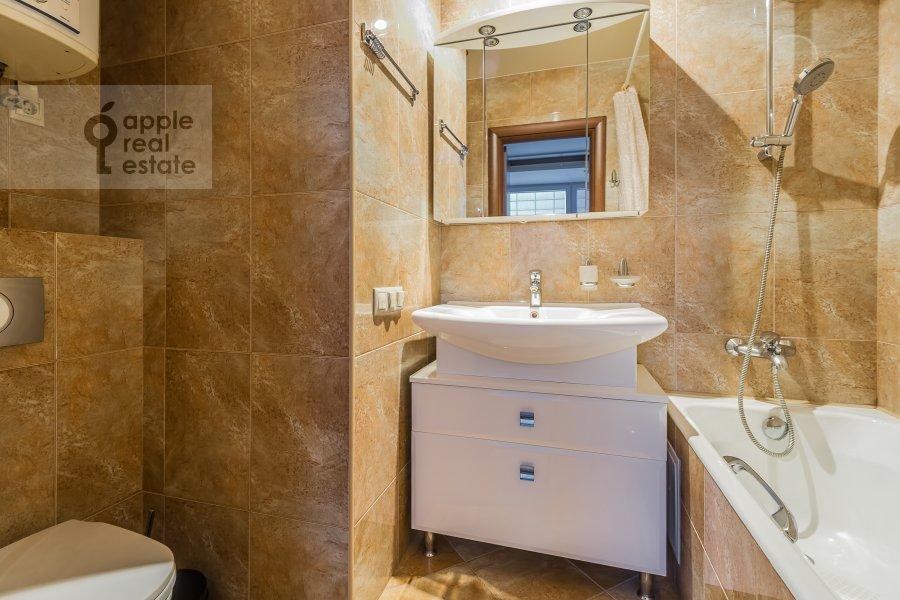 Bathroom of the 3-room apartment at Shmitovskiy pr. 16s2
