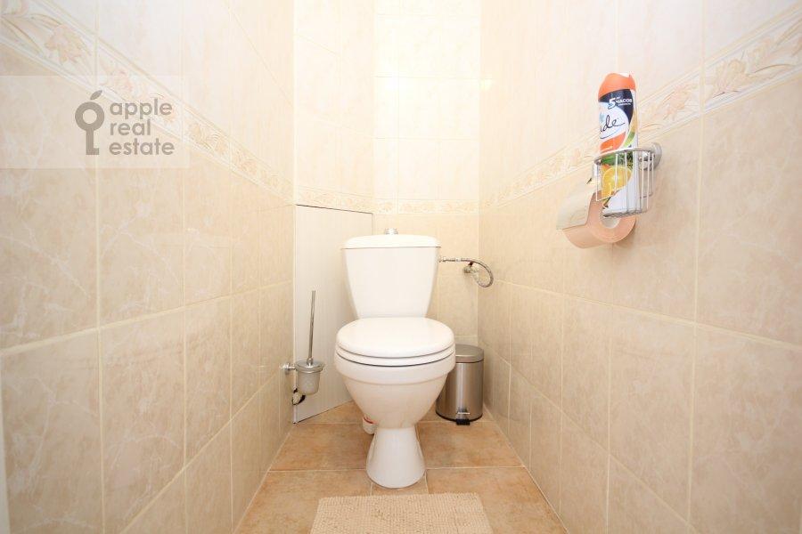 Санузел в 4-комнатной квартире по адресу Тверская ул. 8к1