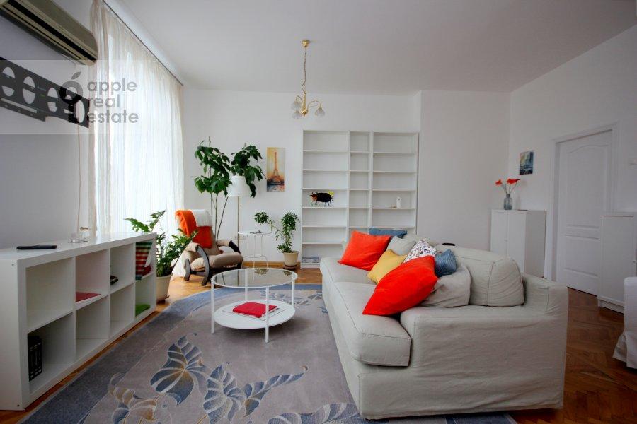 Гостиная в 4-комнатной квартире по адресу Тверская ул. 8к1