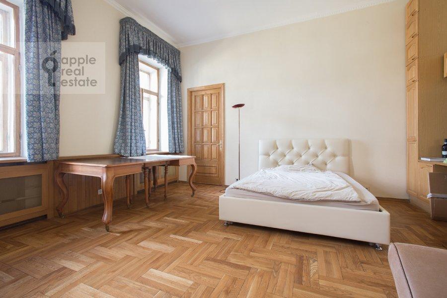Спальня в 3-комнатной квартире по адресу Денежный пер. 9