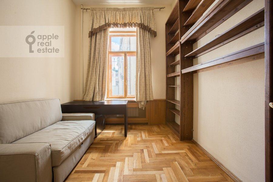 Детская комната / Кабинет в 3-комнатной квартире по адресу Денежный пер. 9