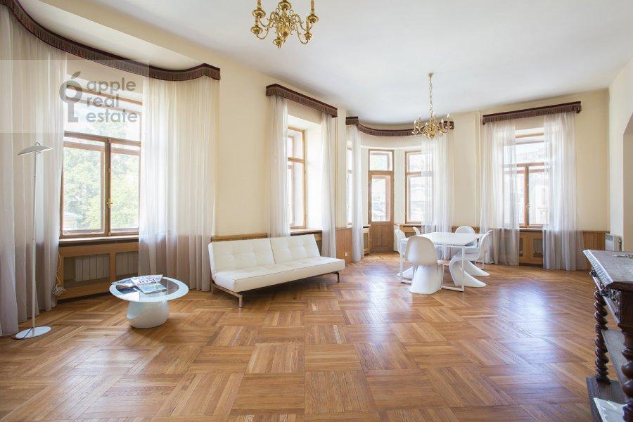 Гостиная в 3-комнатной квартире по адресу Денежный пер. 9