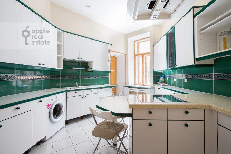 Кухня в 3-комнатной квартире по адресу Денежный пер. 9
