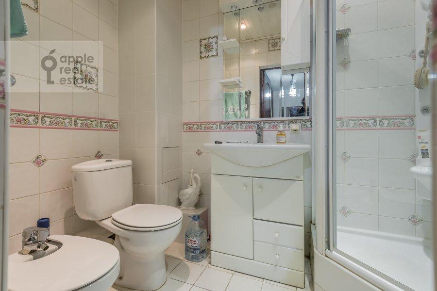 Bathroom of the 2-room apartment at Lesnaya ul. 45
