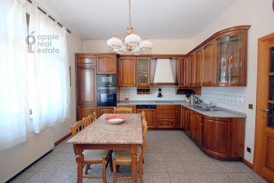 Кухня в 3-комнатной квартире по адресу Лесная ул. 6с1