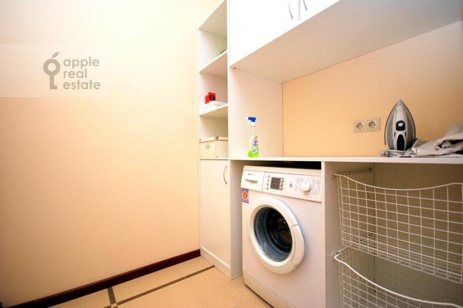 Bathroom of the 3-room apartment at Koshtoyantsa ul. 20k2