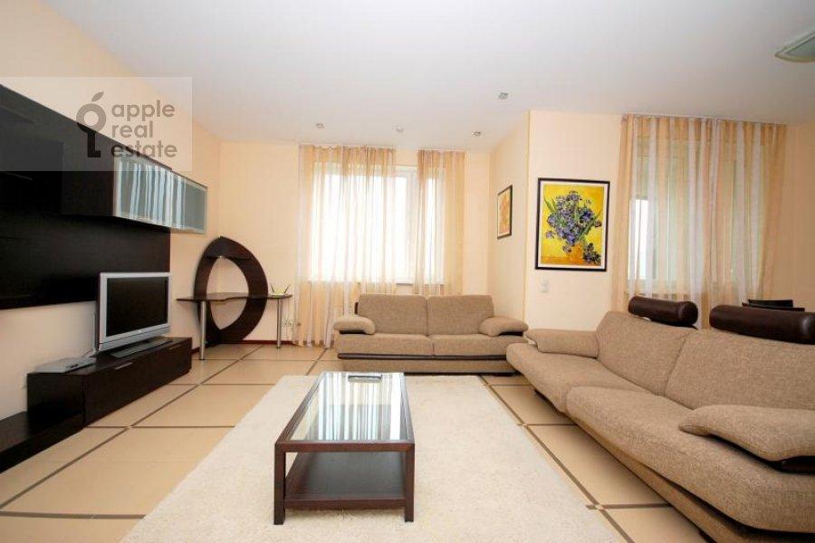 Living room of the 3-room apartment at Koshtoyantsa ul. 20k2