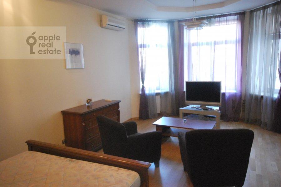 Гостиная в 1-комнатной квартире по адресу Кутузовский пр-т. 30/32