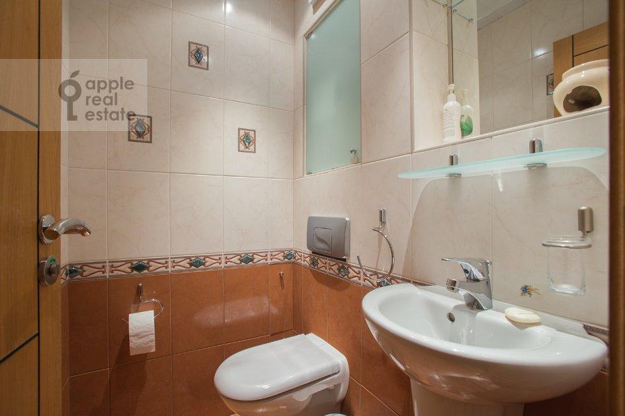 Санузел в 6-комнатной квартире по адресу Тверская-Ямская 3-я ул. 44