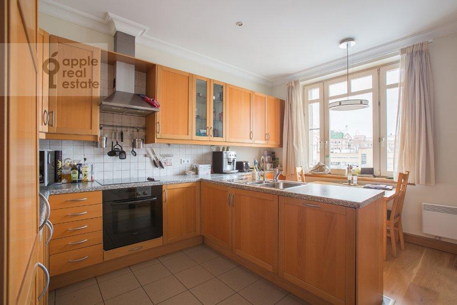 Кухня в 6-комнатной квартире по адресу Тверская-Ямская 3-я ул. 44