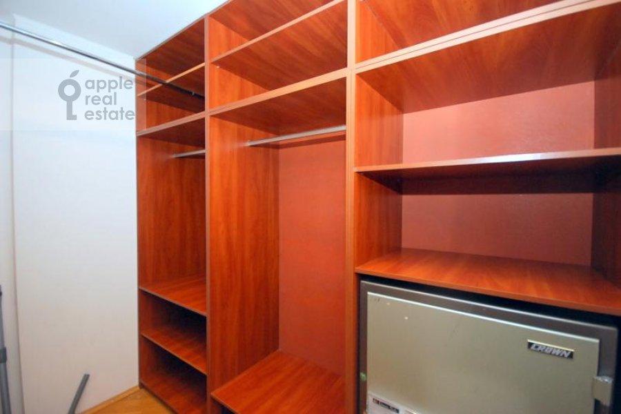 Walk-in closet / Laundry room / Storage room of the 3-room apartment at Dmitrovka Malaya ul. 15