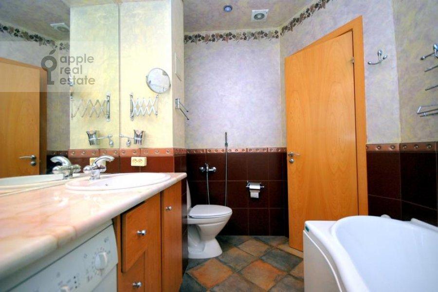 Bathroom of the 2-room apartment at Kozitskiy per. 1A