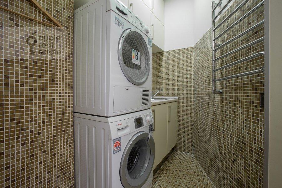Гардеробная комната / Постирочная комната / Кладовая комната в 4-комнатной квартире по адресу Коробейников пер. 1