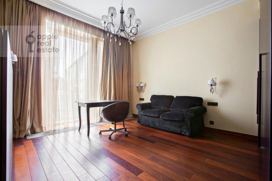 Детская комната / Кабинет в 4-комнатной квартире по адресу Коробейников пер. 1
