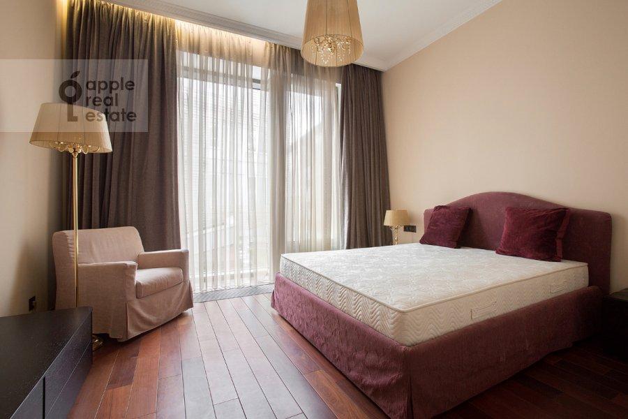Спальня в 4-комнатной квартире по адресу Коробейников пер. 1