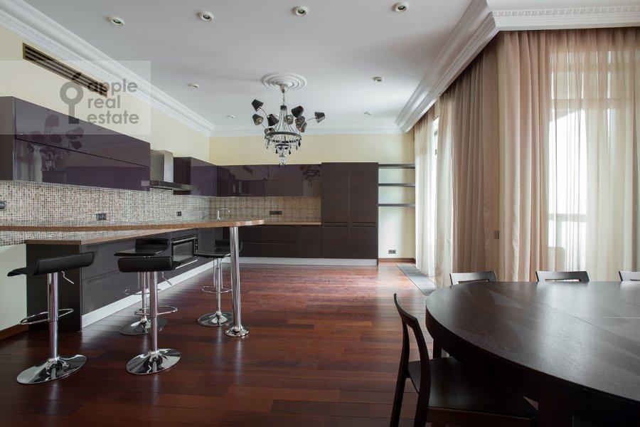 Кухня в 4-комнатной квартире по адресу Коробейников пер. 1