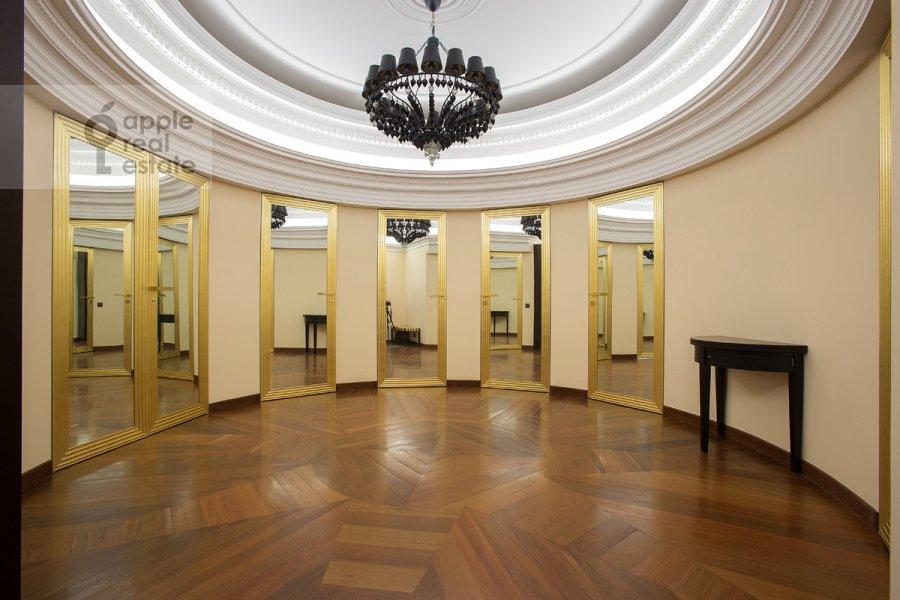 Коридор в 4-комнатной квартире по адресу Коробейников пер. 1