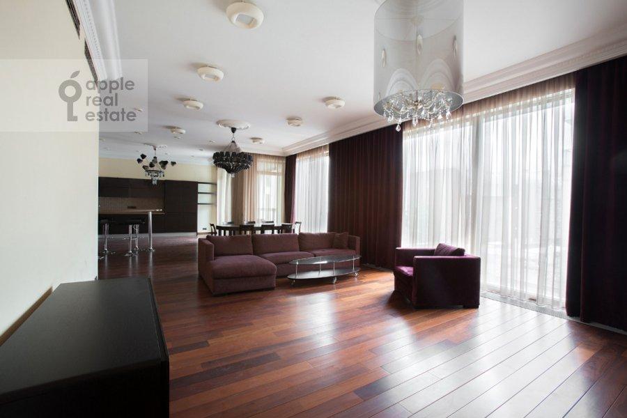 Гостиная в 4-комнатной квартире по адресу Коробейников пер. 1