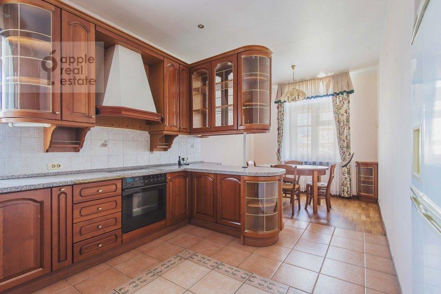 Кухня в 6-комнатной квартире по адресу Обыденский 2-й пер. 11