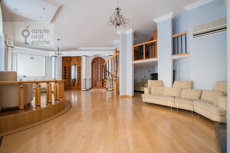 Living room of the 5-room apartment at Khariton'evskiy Bol'shoy per. 14
