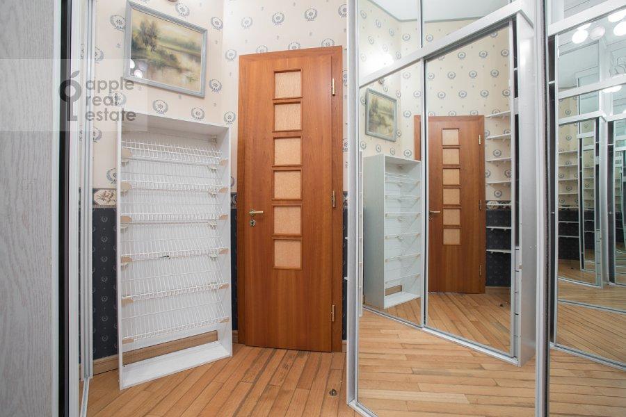 Corridor of the 5-room apartment at Khariton'evskiy Bol'shoy per. 14