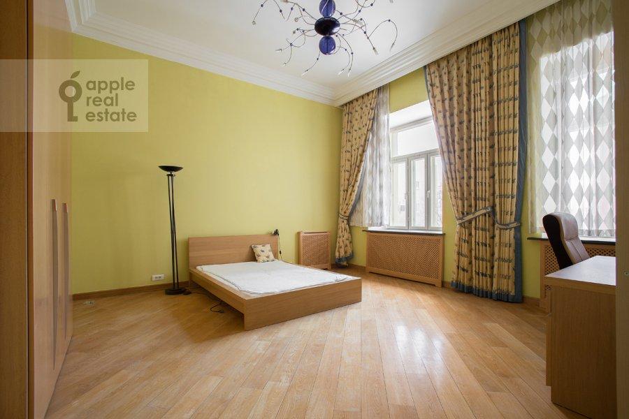 Bedroom of the 5-room apartment at Khariton'evskiy Bol'shoy per. 14