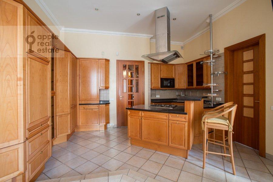 Kitchen of the 5-room apartment at Khariton'evskiy Bol'shoy per. 14