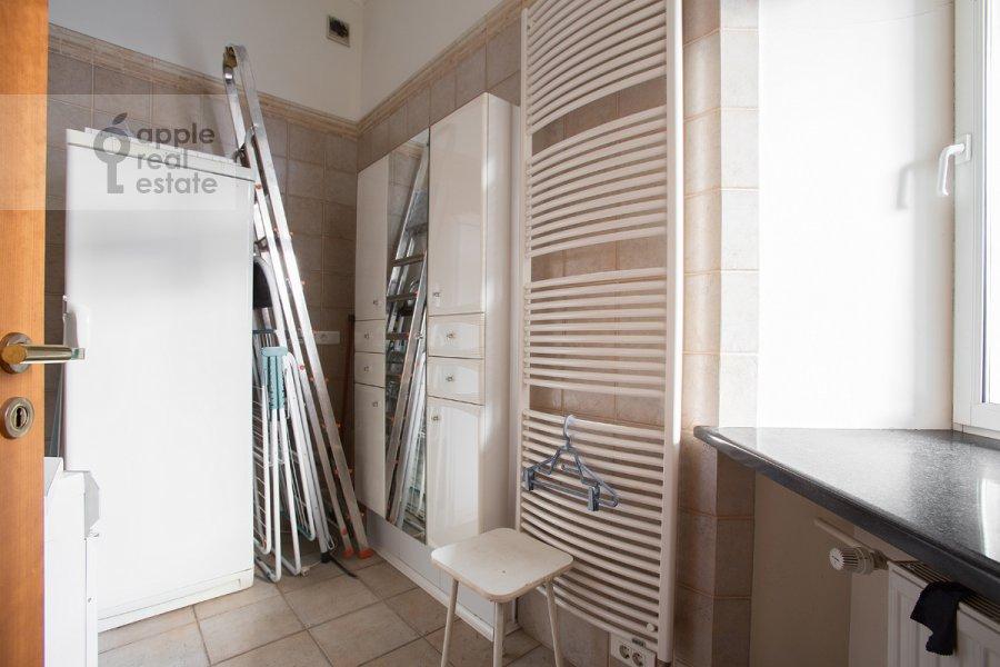 Walk-in closet / Laundry room / Storage room of the 5-room apartment at Khariton'evskiy Bol'shoy per. 14