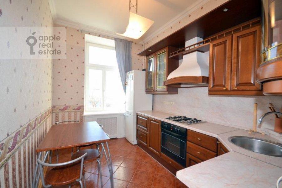 Кухня в 2-комнатной квартире по адресу Калашный пер. 2/10
