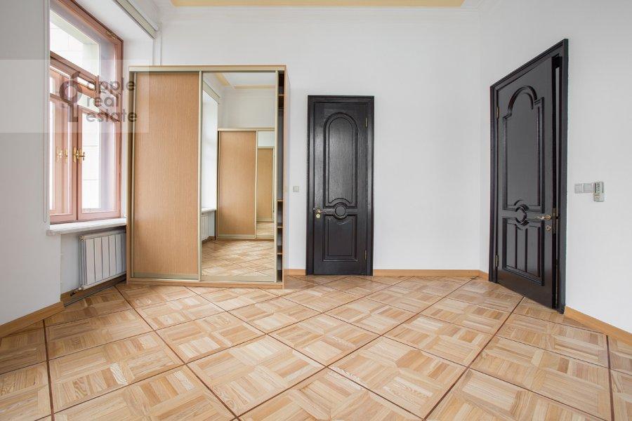Спальня в 4-комнатной квартире по адресу Петровка ул. 24с3