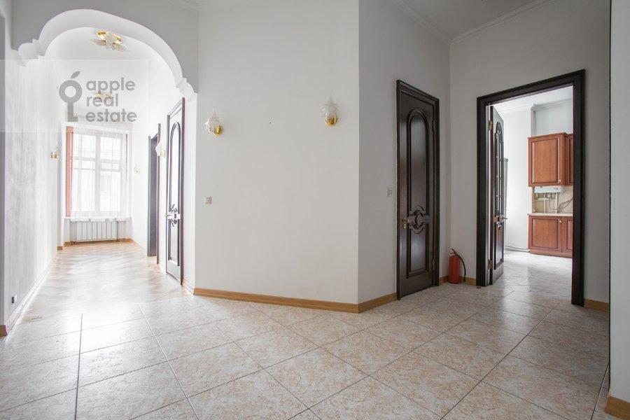 Коридор в 4-комнатной квартире по адресу Петровка ул. 24с3