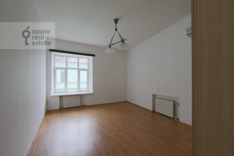 Детская комната / Кабинет в 6-комнатной квартире по адресу Молчановка Малая ул. 6