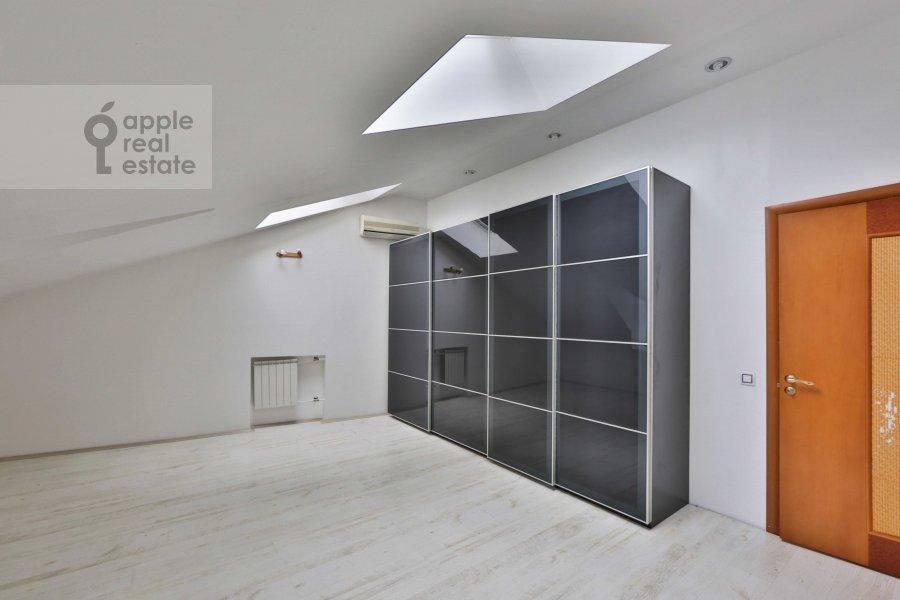 Спальня в 6-комнатной квартире по адресу Молчановка Малая ул. 6