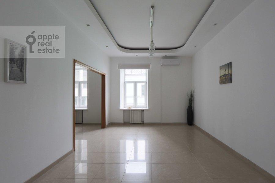 Кухня в 6-комнатной квартире по адресу Молчановка Малая ул. 6