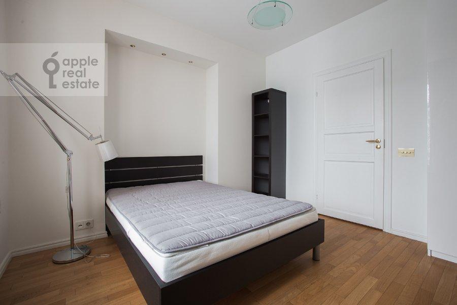 Спальня в 4-комнатной квартире по адресу Новинский бульв. 18