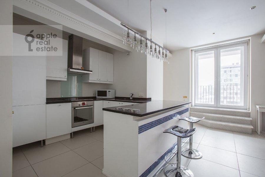 Кухня в 4-комнатной квартире по адресу Новинский бульв. 18