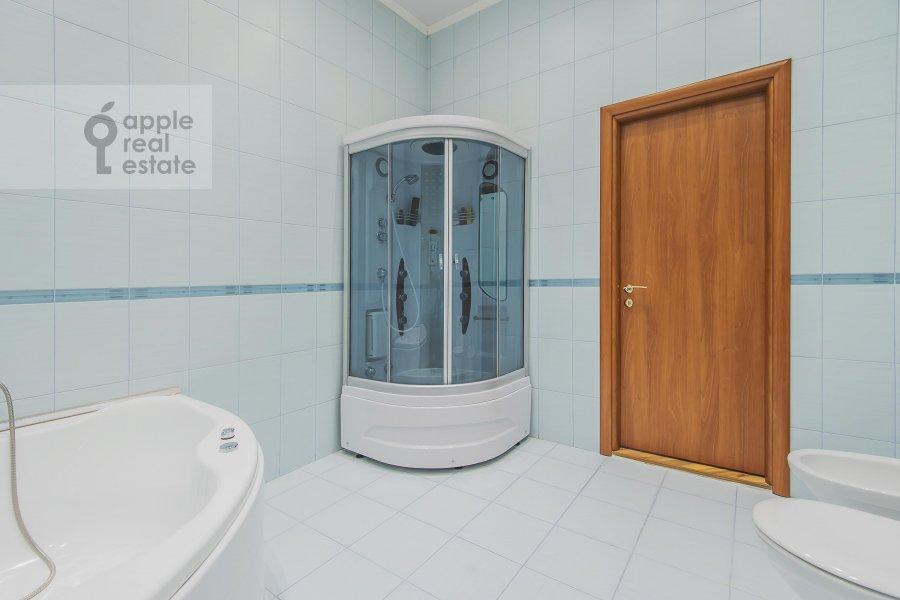 Bathroom of the 3-room apartment at Arbat ul. 9s2