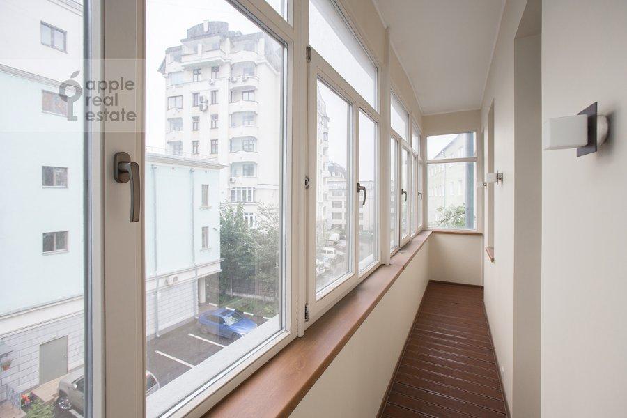 Балкон / Терраса / Лоджия в 4-комнатной квартире по адресу Леонтьевский пер. 11