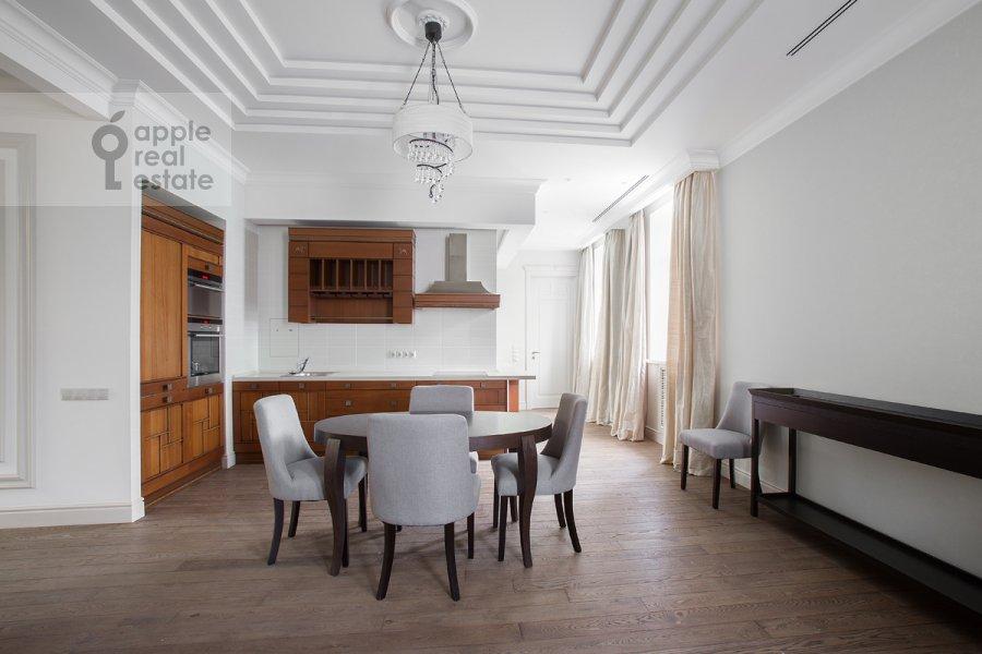 Кухня в 4-комнатной квартире по адресу Леонтьевский пер. 11