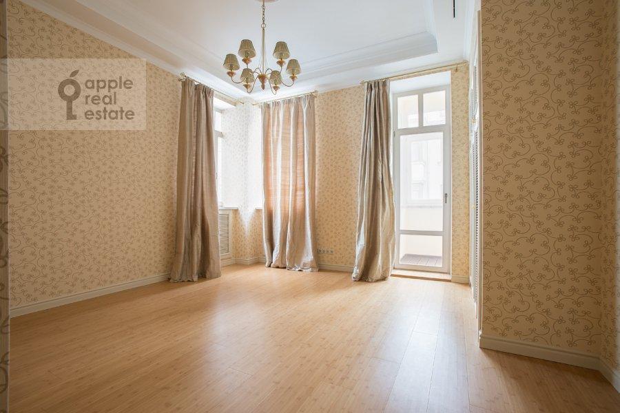 Спальня в 4-комнатной квартире по адресу Леонтьевский пер. 11