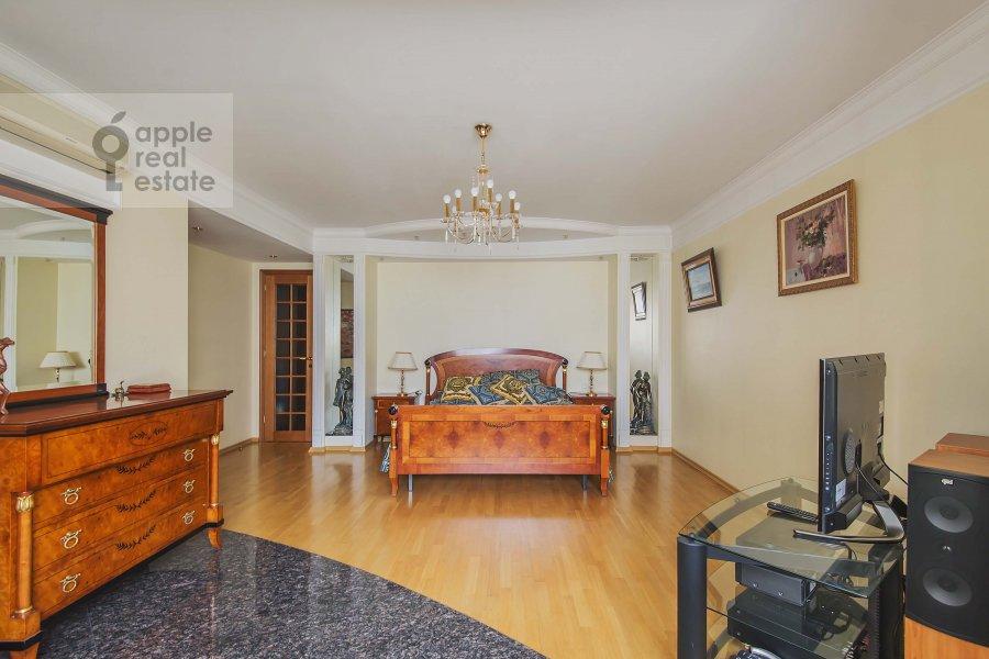 Bedroom of the 3-room apartment at Zoologicheskaya ulitsa 26s2