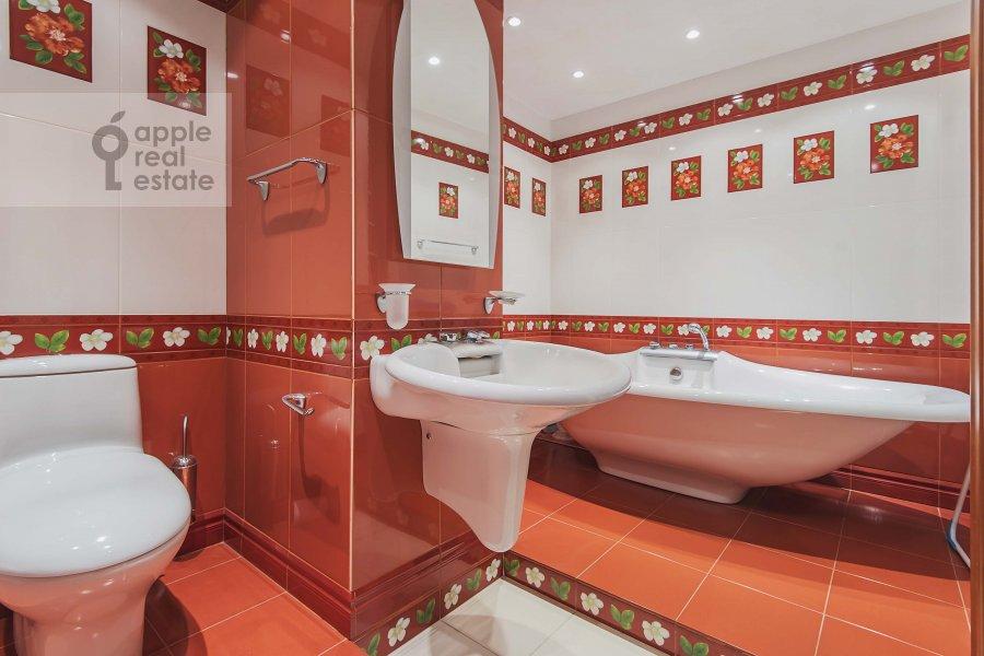 Bathroom of the 3-room apartment at Zoologicheskaya ulitsa 26s2