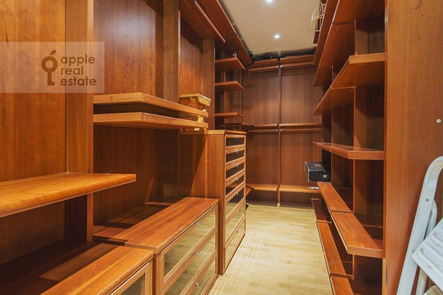 Walk-in closet / Laundry room / Storage room of the 3-room apartment at Zoologicheskaya ulitsa 26s2