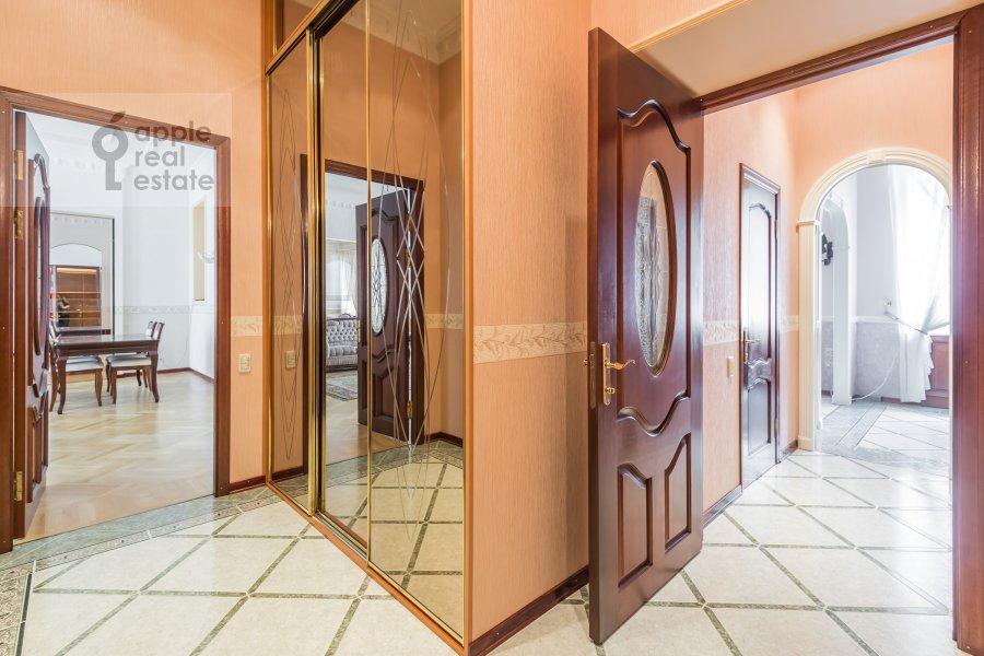 Corridor of the 3-room apartment at Makarenko 2/21s2