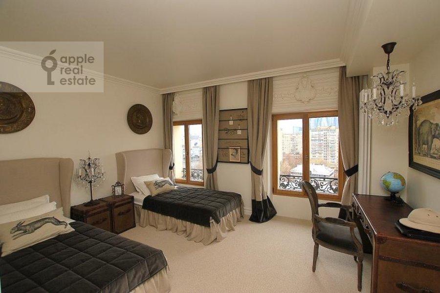 Спальня в 4-комнатной квартире по адресу Тараса Шевченко наб. 1