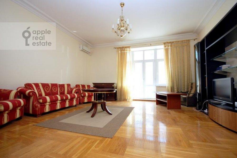 Living room of the 2-room apartment at Krivoarbatskiy per. 16/22