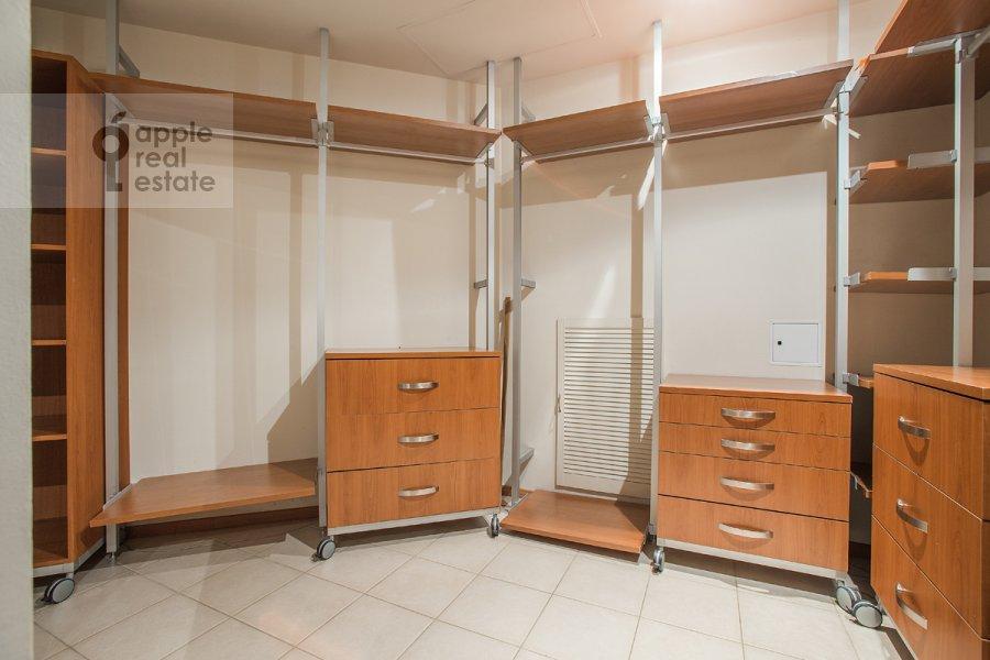 Walk-in closet / Laundry room / Storage room of the 5-room apartment at Arbat Novyy ul. 29