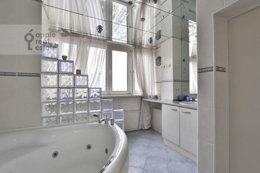 Санузел в 5-комнатной квартире по адресу Сергея Макеева ул. 1