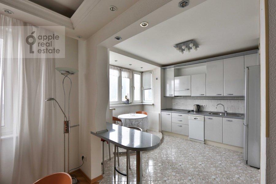 Кухня в 5-комнатной квартире по адресу Сергея Макеева ул. 1
