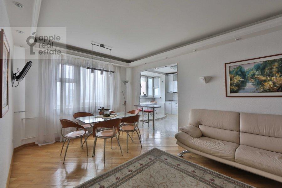 Гостиная в 5-комнатной квартире по адресу Сергея Макеева ул. 1
